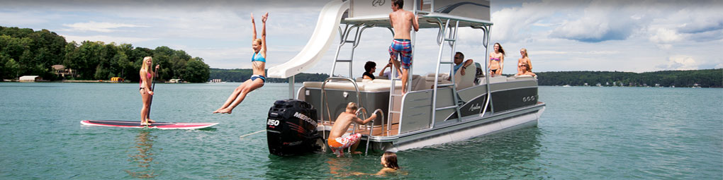People enjoying a pontoon boat rental